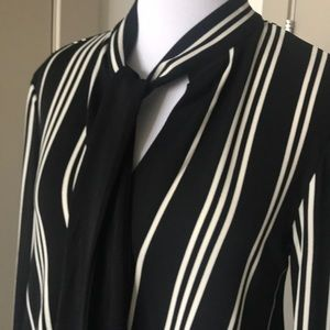 Ann Taylor Dresses - Ann Taylor XS tie neck shirt dress